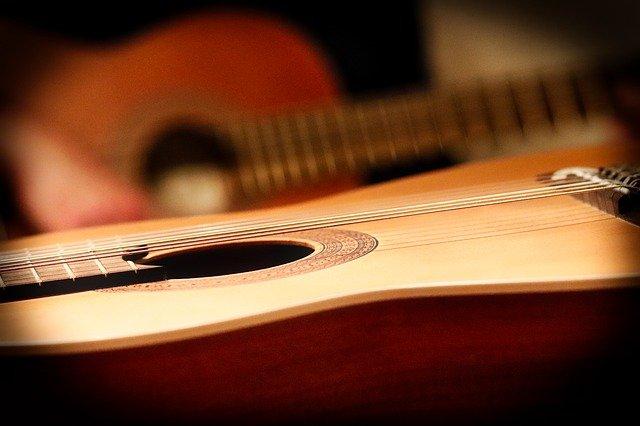ללמוד בניית גיטרות