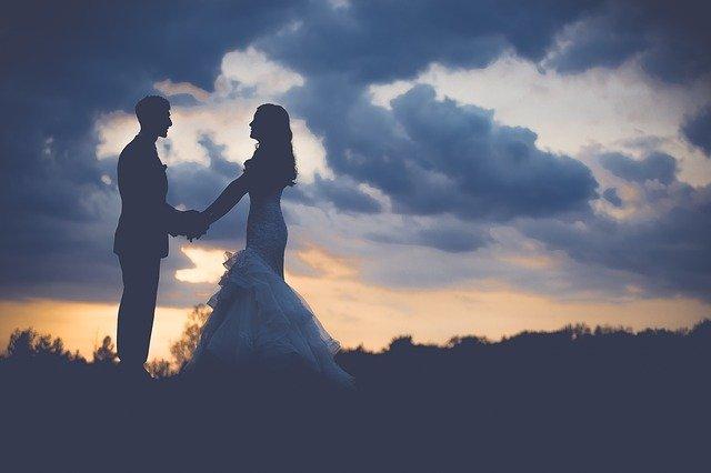 בדרך אל התואר עוצרים בחופה: איך תוכלו לחסוך כסף בהכנות לחתונה?