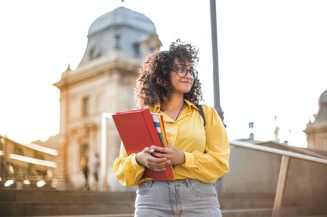 גם כשלומדים לתואר ראשון אפשר לעבוד כעצמאיים - ולהרוויח טוב!